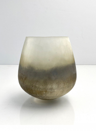 ranunculus centerpiece ombre frost wedding vase