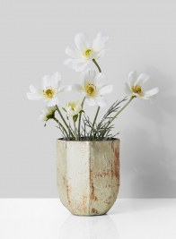 white cosmos in pearl rust vase centerpiece